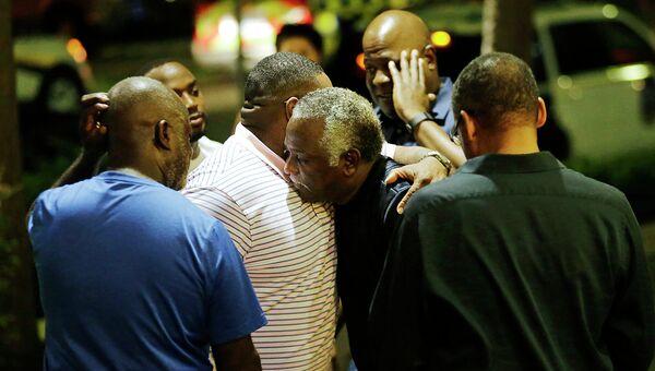 На месте стрельбы в Африканской методистской церкви в Чарлстоне