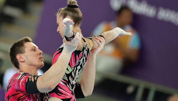 Марина Чернова и Георгий Патарая (Россия) в соревнованиях по спортивной акробатике в многоборье среди смешанных пар на I Европейских играх в Баку.