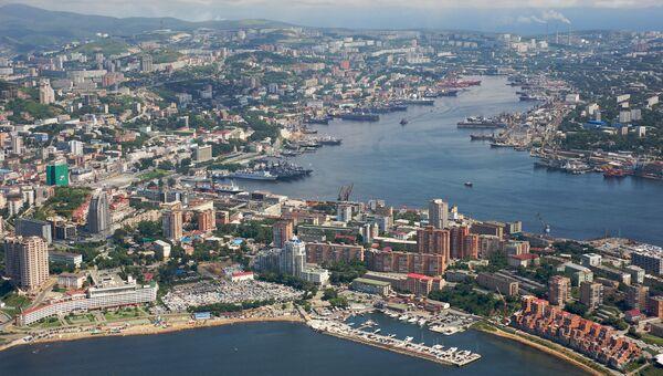 Город Владивосток. Вид на бухту Золотой Рог