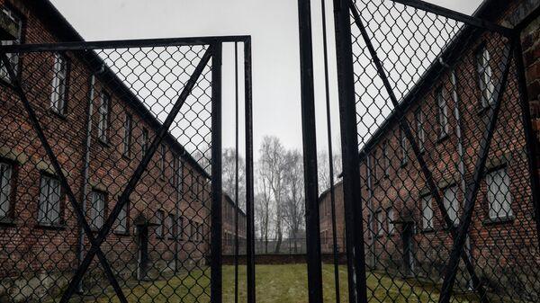 Ворота на территории бывшего концентрационного лагеря Аушвиц-Биркенау в Освенциме