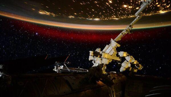 Полярное сияние с борта Международной космической станции. Архивное фото