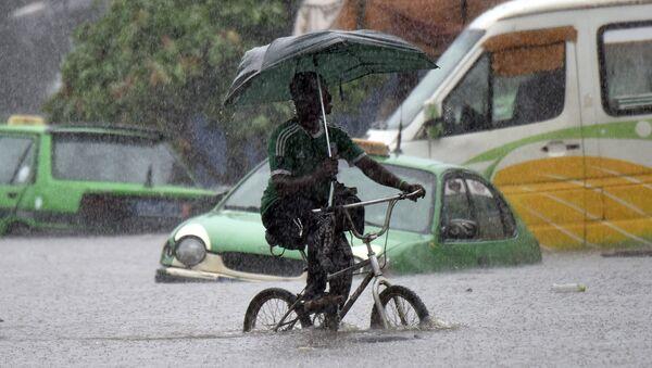 Последствия ливня на улице города Абиджан, Кот-д'Ивуар. Архивное фото