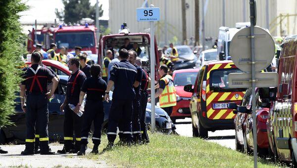 На месте нападения на завод во Франции. 26 июня 2015