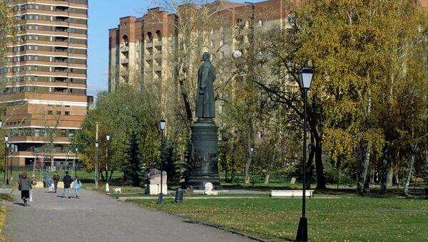 Памятник Феликсу Эдмундовичу Дзержинскому. Архивное фото