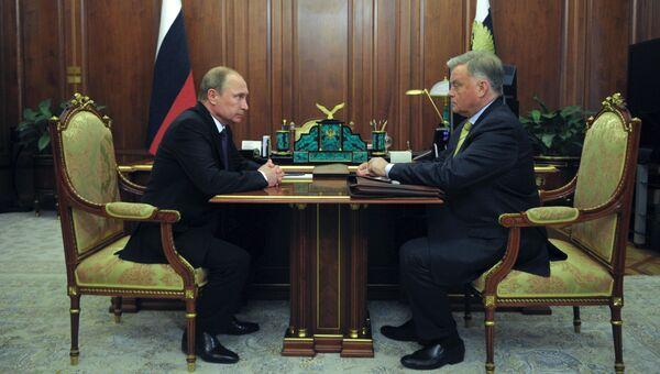 Президент РФ В.Путин встретился с главой РЖД В.Якуниным