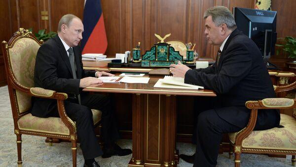 Президент России Владимир Путин и губернатор Ярославской области Сергей Ястребов