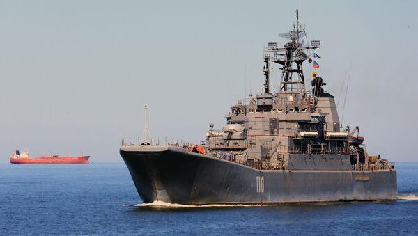 Большой десантный корабль Александр Шабалин заходит в порт Балтийска