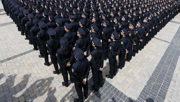 Сотрудники МВД Украины во время церемонии принятия присяги в Киеве