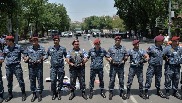 Сотрудники полиции Армении. Архивное фото