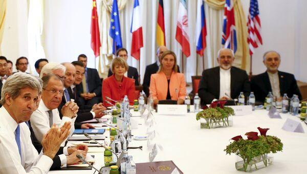 Госсекретарь США Джон Керри и глава МИД РФ Сергей Лавров на переговорах по иранской ядерной проблеме в Вене, Австрия