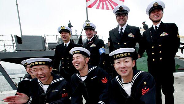 Японские моряки с эсминца Хамагири Морских сил самообороны Японии