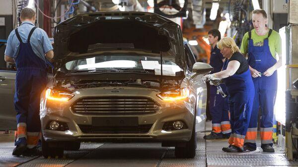 Сборка автомобиля новой модели Ford Focus. Архивное фото