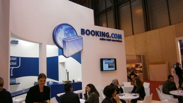 Стенд Booking.com на туристической выставке. Архивное фото