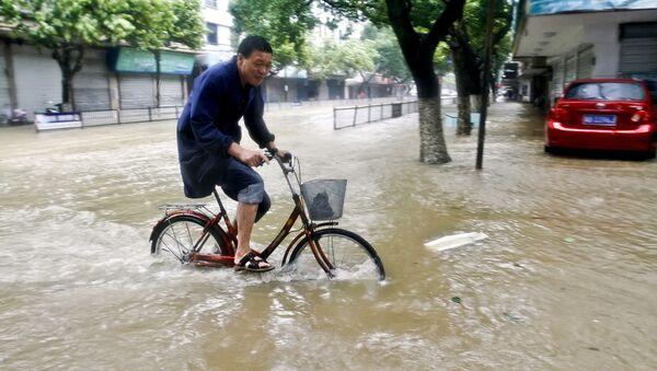 Затопленная улица в Сяншане, Китай