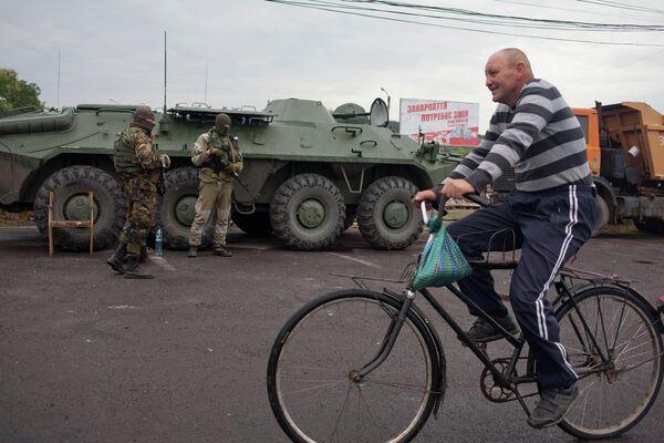Украинские военные контролируют дорогу возле Мукачево