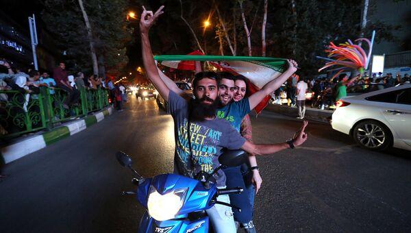 Иранцы празднуют ядерное соглашение. Архивное фото.