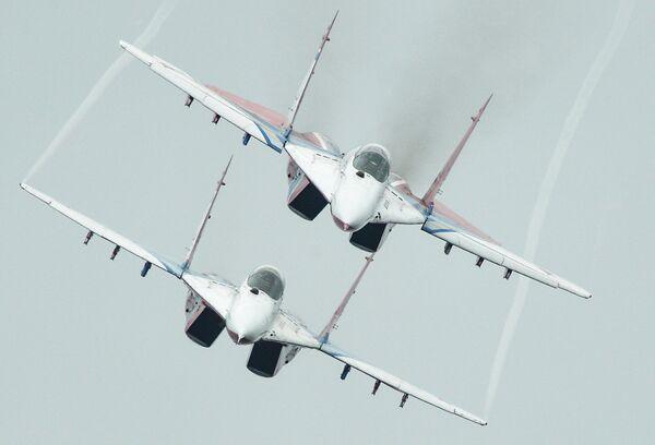 Выступление пилотажной группы Стрижи на МиГ-29 на Международном авиационно-космическом салоне
