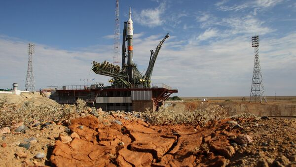 Вывоз и установка на старт ракеты Союз ТМА-17М. Архивное фото