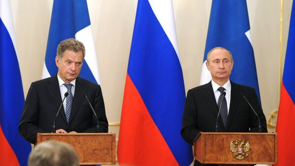Президент России Владимир Путин (справа) и президент Финляндии Саули Ниинистё