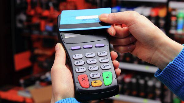 Оплата покупок с помощью бесконтактной банковской карты