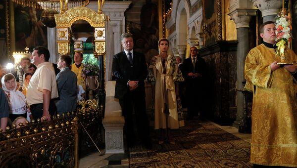 Президент Украины Петр Порошенко с супругой Мариной во Владимирском соборе в Киеве. 28 июля 2015