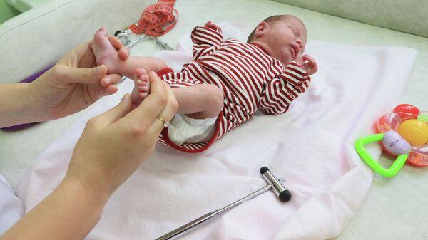 Ребенок в новом кабинете катамнеза регионального перинатального центра в Калининграде