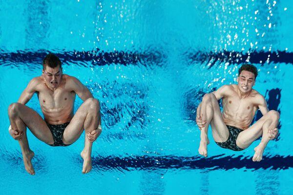Домоник Бедггуд и Джеймс Коннор на соревнованиях по синхронным прыжкам в воду на Чемпионате мира FINA 2015