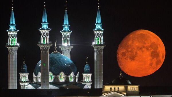 Полная луна над Казанским кремлем