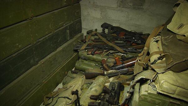Склад с незаконным вооружением и угнанными автомобилями обнаружили в ЛНР