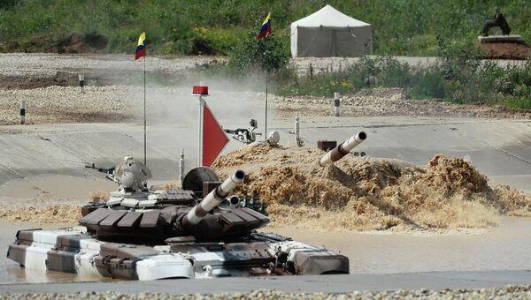 Участники соревнований по танковому биатлону на Армейских международных Играх-2015. Архивное фото
