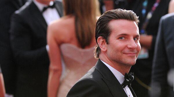 Актёр Брэдли Купер на церемонии вручения премии Оскар в Лос-Анджелесе