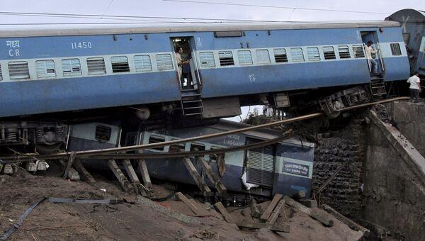 Пассажирский поезд сошел с рельсов в штате Мадхья-Прадеш, Индия