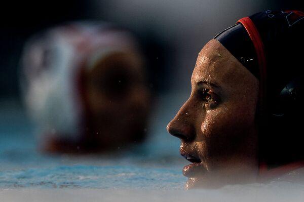 Кейли Гилкрист (США) в четвертьфинальном матче по водному поло на чемпионате мира FINA 2015