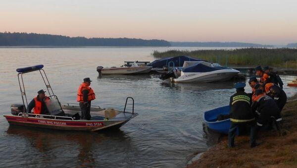 Спасатели ликвидируют последствия столкновения гидроплана и вертолета в Московской области
