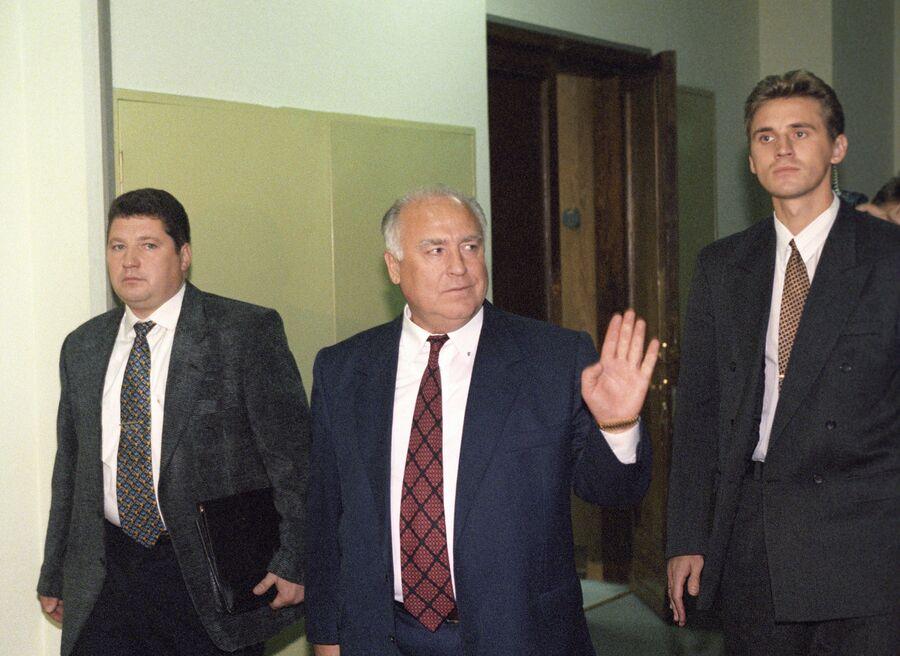 Исполняющий обязанности Председателя Правительства РФ Виктор Черномырдин