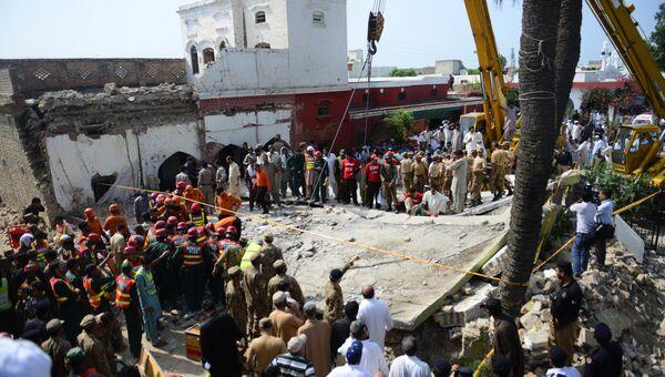 На месте теракта в Пенджабе, Пакистан, 16 августа 2015