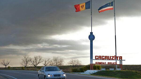 Флаги Молдавии и Гагаузии на въезде в Гагаузскую автономию. Архивное фото