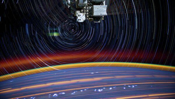 Снимок Земли с борта МКС, сделаный с длительной выдержкой. Архивное фото