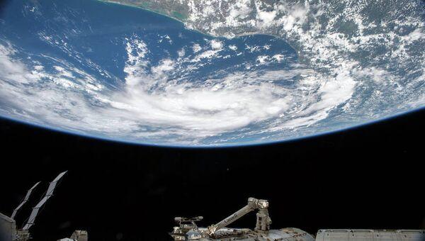 Тропический шторм в Мексиканском заливе с борта МКС. Архивное фото