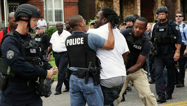Задержание протестующих в американском городе Сент-Луис, штат Миссури