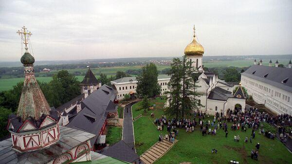 Во дворе Саввино-Сторожевского монастыря. Архивное фото