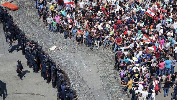 Столкновения полиции и протестующих в центре Бейрута