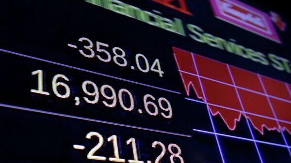 Табло с индексом Доу Джонса на Нью-йоркской фондовой бирже, США. Архивное фото