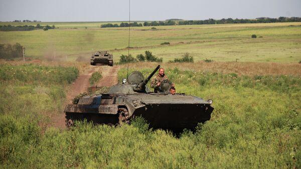 БМП 1-й Славянской бригады ополчения ДНР на позиции у линии соприкосновения с ВСУ