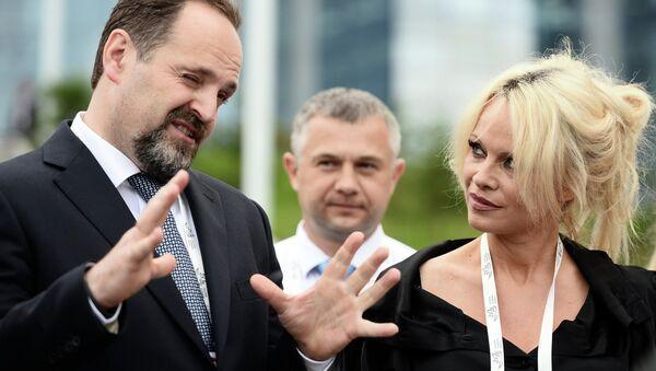 Встреча министра природных ресурсов и экологии РФ С. Донского и актрисы П. Андерсон