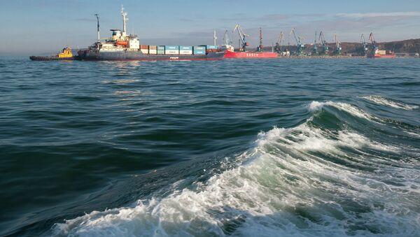 Морской торговый порт на Сахалине. Архивное фото