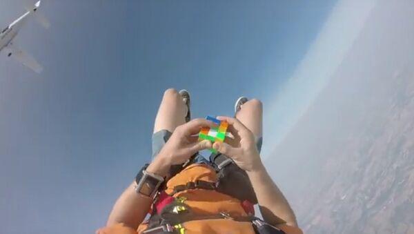 Американец, падая с самолета, собрал кубик Рубика
