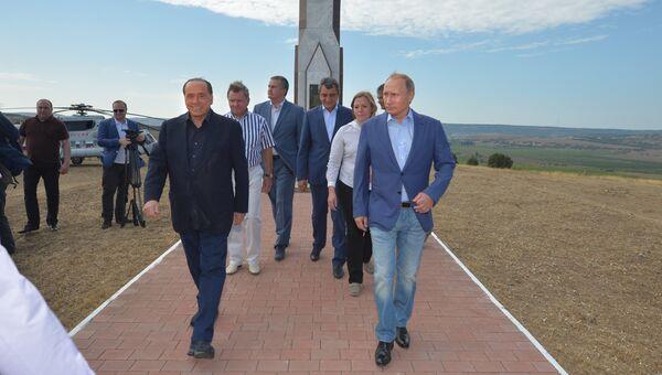 Президент России Владимир Путин и экс-премьер Италии Сильвио Берлускони. Рабочая поездка президента РФ В.Путина в Крымский федеральный округ