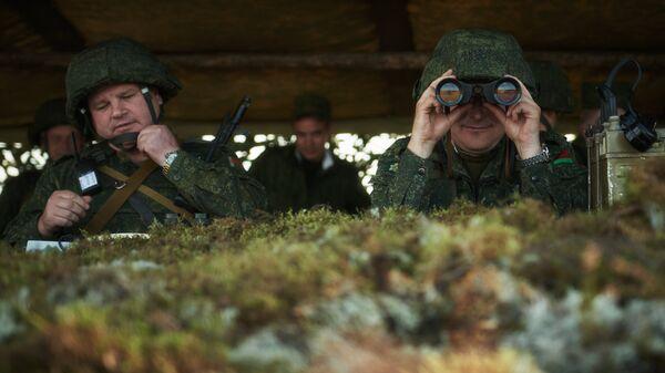 Военнослужащие Вооруженных сил Белоруссии в полевом штабе во время совместного российско-белорусского оперативного учения Щит Союза