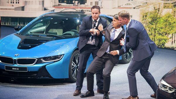 Гендиректор компании BMW Харальд Крюгер во время открытия Международного автосалона во Франкфурте. 15 сентября 2015